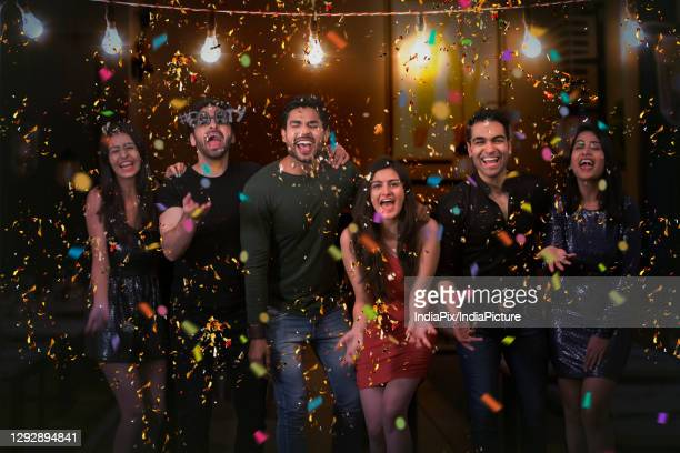 group of friends partying together on new year's eve. - 20 29 years stockfoto's en -beelden