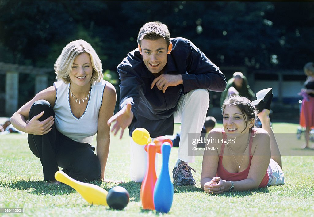 A group of friends playing skittles : Stock-Foto