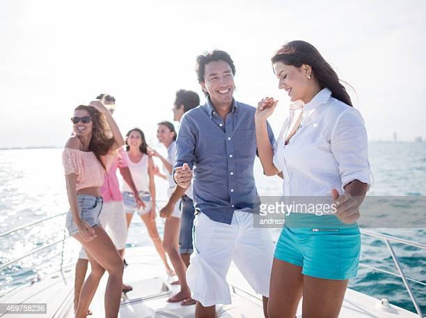 Groupe d'amis de la voile en vacances