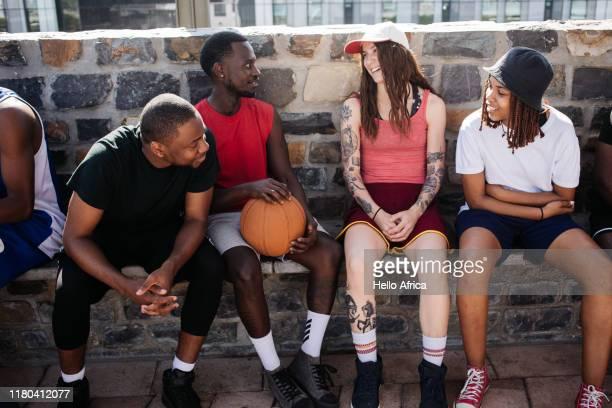 group of friends sit and chat - gender role fotografías e imágenes de stock