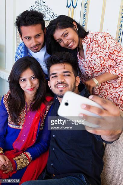 Gruppe von Freunden, die ein Selfie