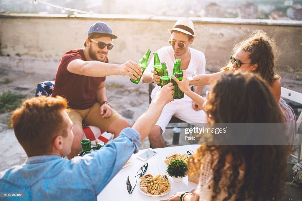 Group of friends toasting drinks outdoors : Stock-Foto