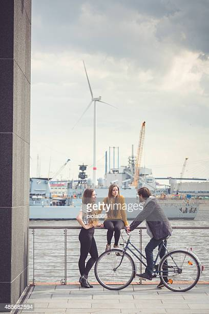 Gruppe von Freunden, urbanen Ambiente