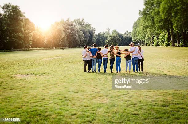 Grupo de amigos andar juntos