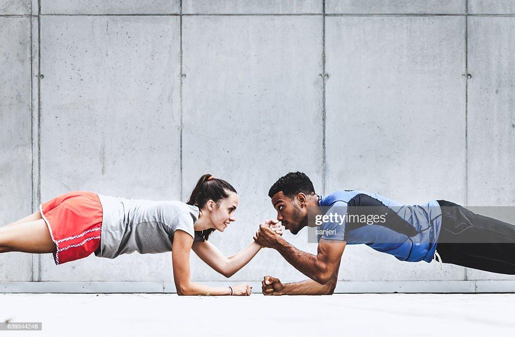 Gruppe von Freunden Sport treiben zusammen : Stock-Foto