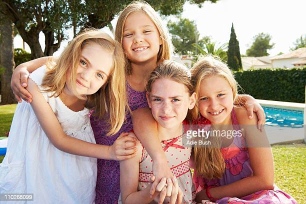 group of girls hugging - vier personen stockfoto's en -beelden