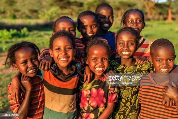 feliz grupo de niños de áfrica y áfrica oriental - etiopía fotografías e imágenes de stock