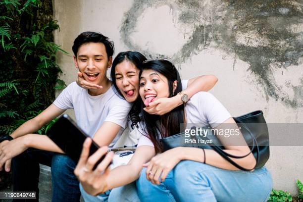 group of happy best friend taking selfie together - rifka hayati stock pictures, royalty-free photos & images