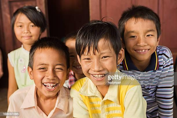 ビルマのお子様の幸せなグループ