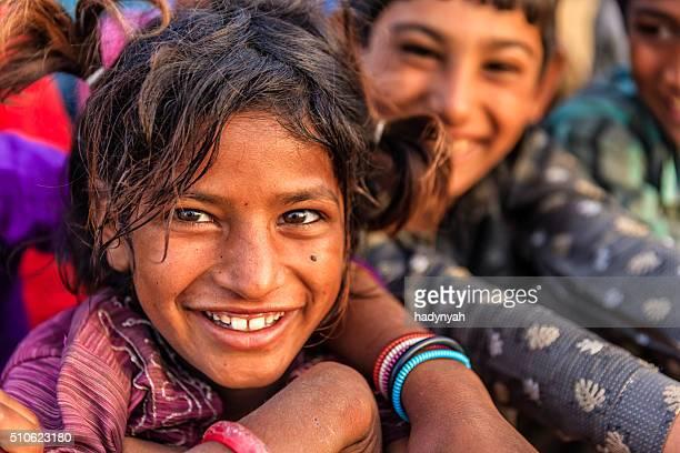 Groupe d'enfants heureux, Gypsy Indien, desert village, India