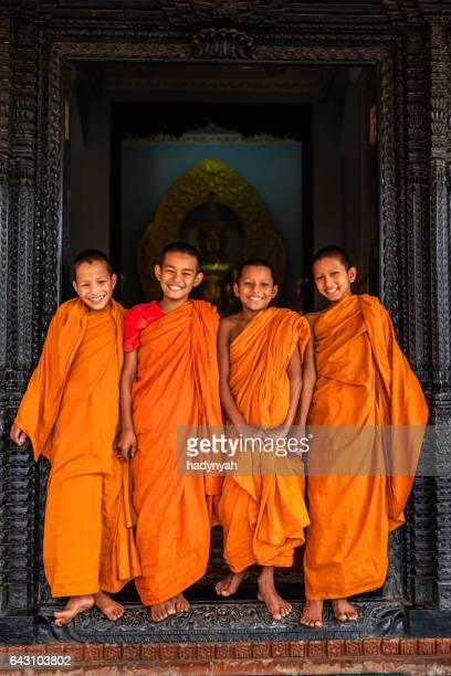 Groep gelukkig beginnende boeddhistische monniken, Bhaktapur