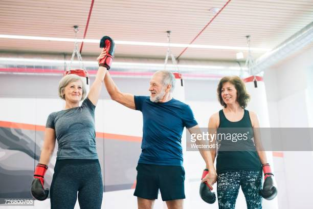 group of happy seniors working out in gym, boxing - boxen sport stock-fotos und bilder