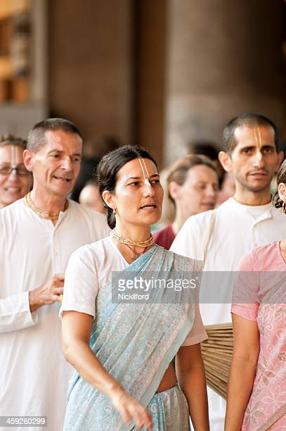 Grupo de lebre Krishna devotees
