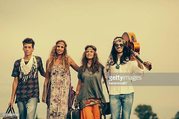 Gruppe der hippies Freunde posieren