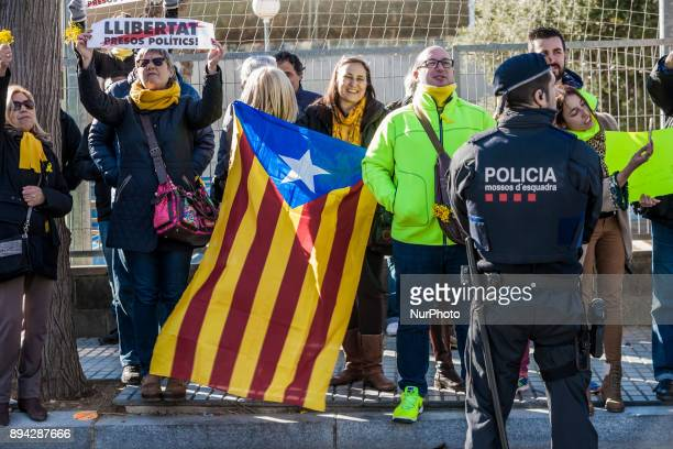 A group of independentist protesters with the catalan flag during the PP rally in Salou town for the catalan elections