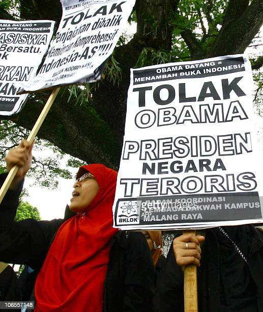 A group of Indonesian students stage a protest against US President Barack Obama's visit in Malang East Java province on November 5 2010 Indonesia...