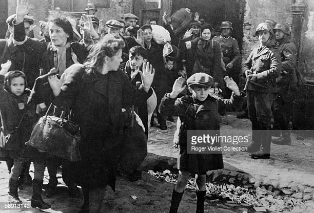War 19391945 Families taken out by the force of their house by the Germans in the ghetto of Warsaw RV58043
