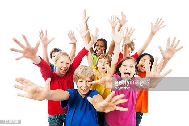 Gruppo di bambini con le braccia,