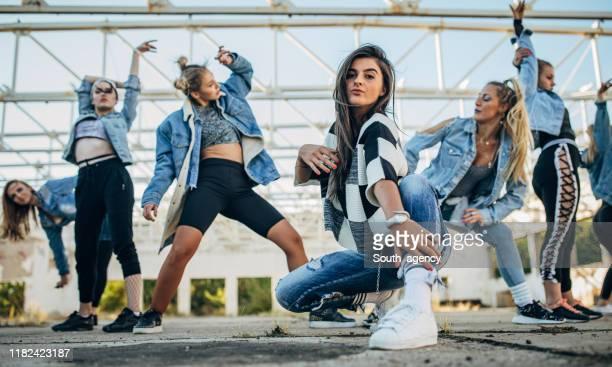 grupp damer dansare - dance troupe bildbanksfoton och bilder