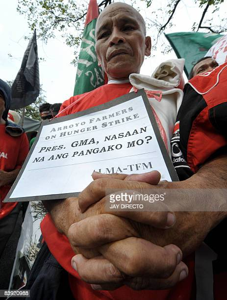 A group of landless farmers protest outside the Malacanang palace in Manila on December 5 2008 callling for the distribution of farmlands allegedly...