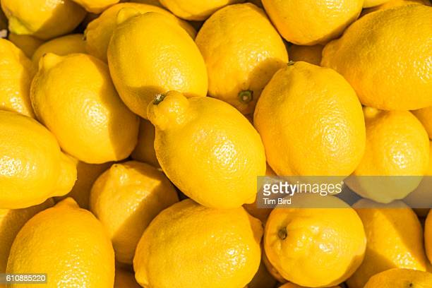 group of lemons - zitrone stock-fotos und bilder
