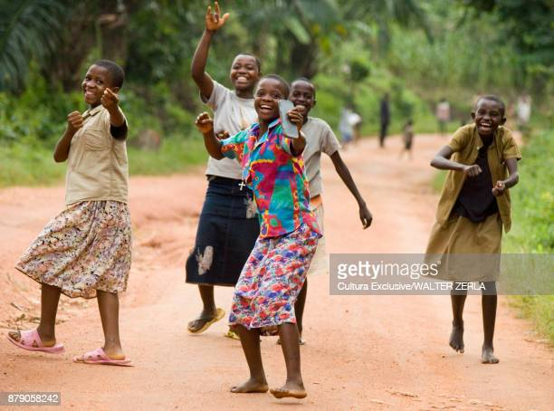 group of local people, laughing, masango, cibitoke, burundi, africa - native african girls - fotografias e filmes do acervo