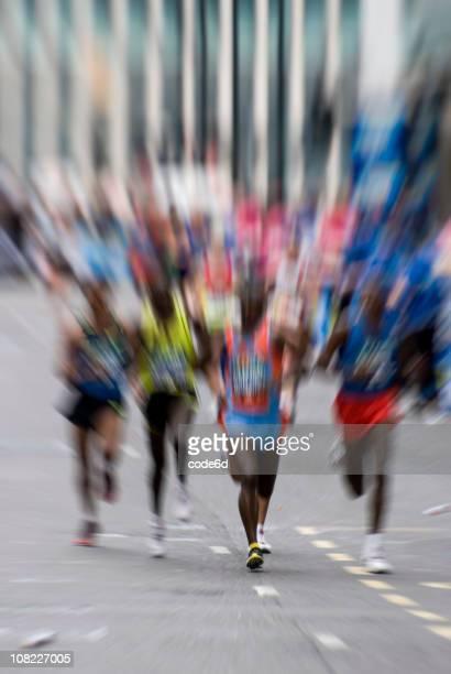 Groupe de coureurs de Marathon sur la rue, Motion Blur