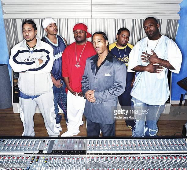 group of men in recording studio, portrait - rapper - fotografias e filmes do acervo