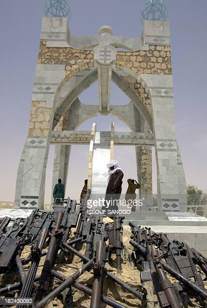 "Group of men visit ""The flame of Peace"" built in 1995 with the weapons of the Touareg rebellion, 11 April 2006 in the northwestern malian city of..."