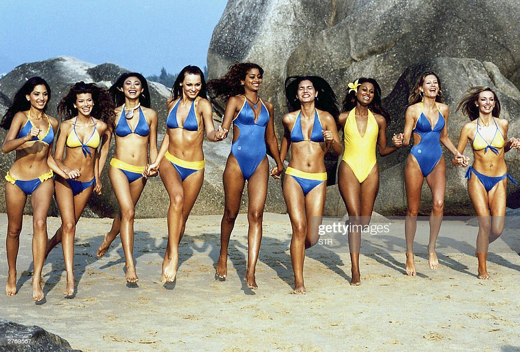 A group of Miss World contestants romp t : News Photo