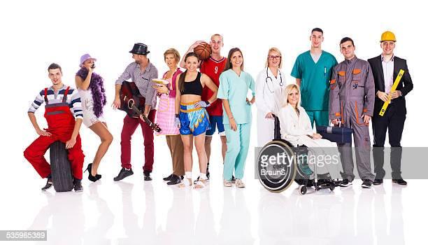 Gruppe von unterschiedlichen Alters Personen mit verschiedenen Berufe.