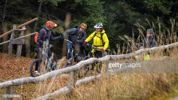 group of mountain bikers taking a break on top of a hill - cross country cycling stock pictures, royalty-free photos & images
