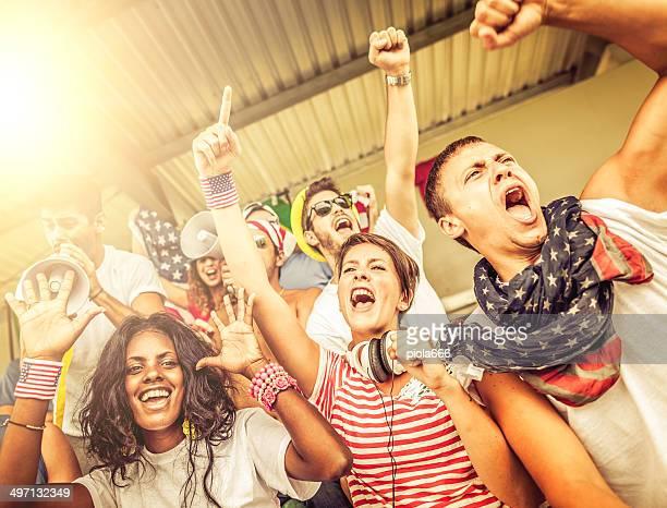 Gruppe von Rassen Nationen Fans zusammen