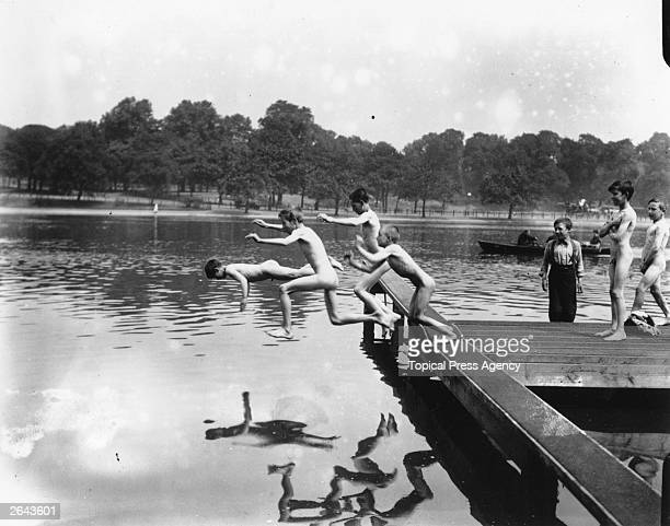 A group of naked boys jumping into the lake at Hyde Park during a heat wave