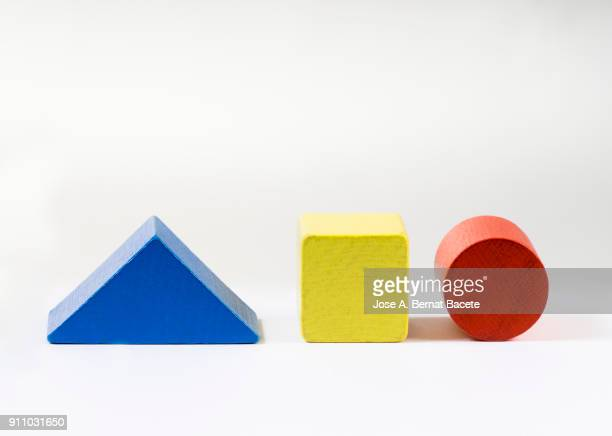 group of objects of different geometric forms of wood, triangle, bucket, cylinder and rectangle on a white background. - forma - fotografias e filmes do acervo