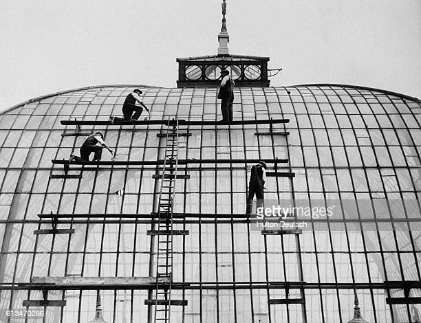 Group of painters renovating London's Alexandra Palace in 1933