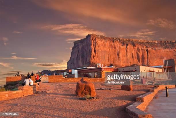 Menschen im Monument Valley Visitor Center
