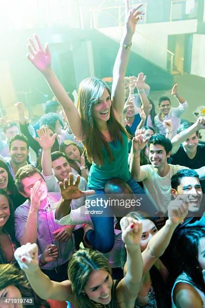 Gruppe von Menschen auf das Konzert