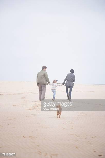 Eine Gruppe von Menschen am Strand
