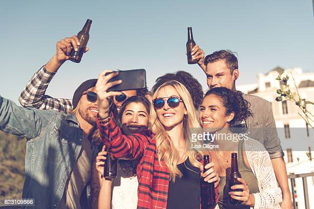 Grupo de personas de celebrar