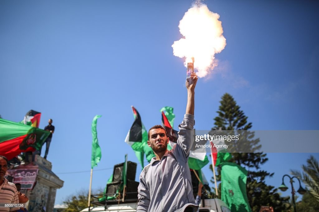 A group of people gather in front of the the Unknown Soldier's monument to celebrate after Hamas and Fatah have reached an agreement after talks held since Tuesday in the Egyptian capital of Cairo, in Gaza City, Gaza on October 12, 2017.