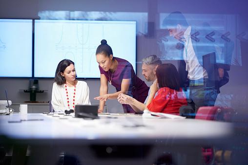 group of people having business meeting - gettyimageskorea