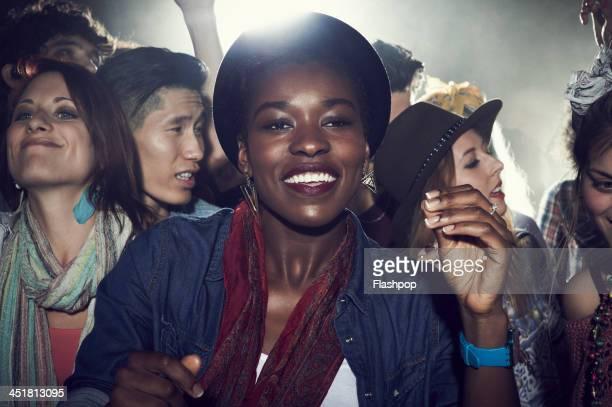 group of people having fun at music concert - concierto de música pop rock fotografías e imágenes de stock