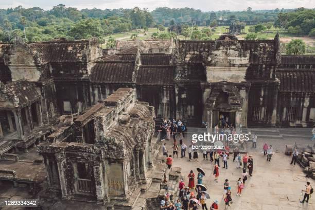 group of people in a temple - bortes stockfoto's en -beelden