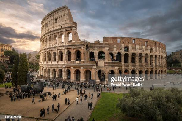 group of people in front of colosseum - rome italy stock pictures, royalty-free photos & images