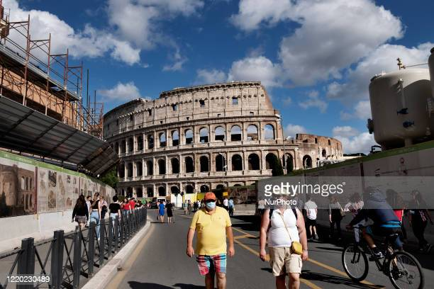 Group of people in front of the Colosseo in Roma after the lockdown of the nation due to the Covid-19 outbreak, Roma, 14th June, Italy. All the...