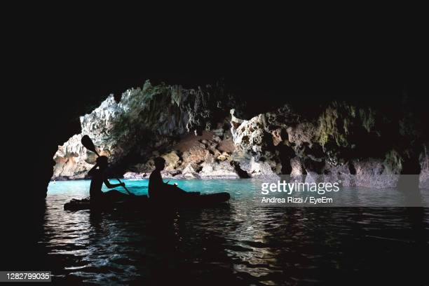 group of people inside a cave in the sea - andrea rizzi foto e immagini stock