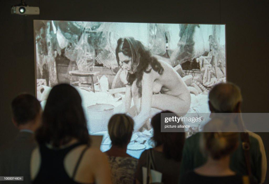 Performance artist Carolee Schneemann : News Photo