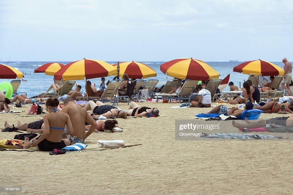 Group of people on the beach, Waikiki Beach, Honolulu, Oahu, Hawaii Islands, USA : Foto de stock