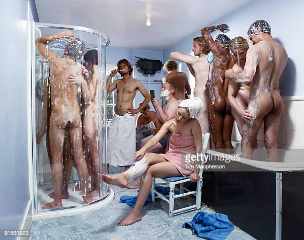 group of people sharing a shower - hommes nus photos et images de collection